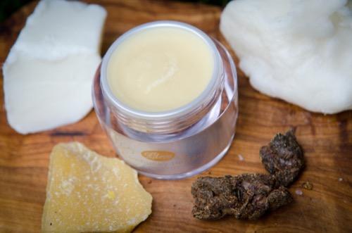 Slo¸ení bambuckého balzámu s propolisem - bambucké máslo, propolis, včelí vosk